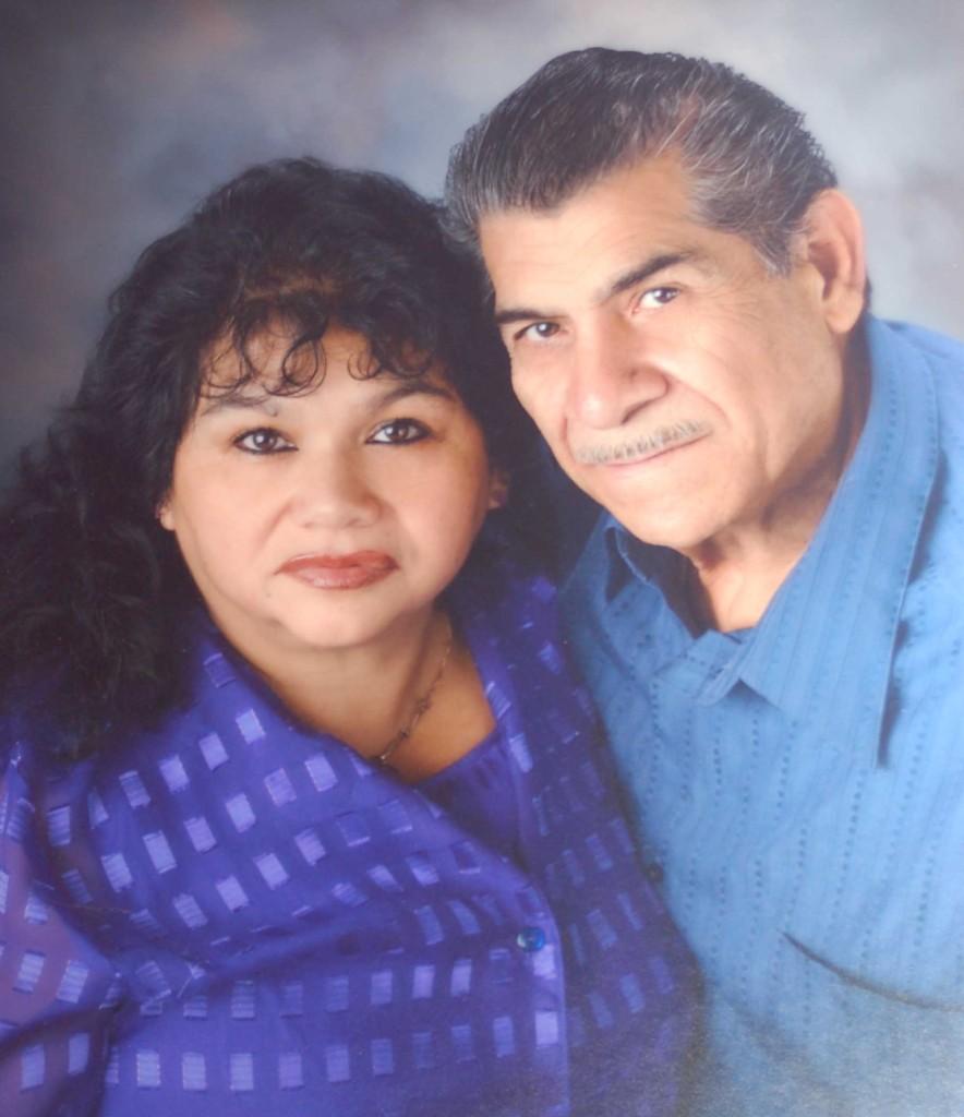 El matrimonio de Martha Villarreal–Ortiz y Ramón Ortiz fueron  felicitados por sus hijos y nietos en la víspera de Navidad. En la comunidad latina de Madison la familia Ortíz Villareal es bien conocida y querida por sus relaciones sociales.