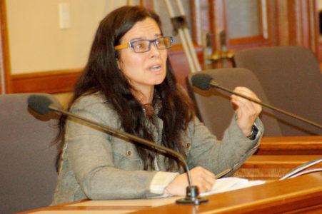 La directora ejecutivo de Voces de la Frontera, Christine Newmann-Ortíz explica las dificultades que provocaría  el fin del Local ID para varios grupos de minorías.