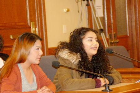 El momento en que Yolanda Gonzales y Yali Sánchez, estudiantes de secundaria exponen sus argumentos en contra de BR533. Hablan con emoción y claridad ante el Comité del Senado de Wisconsin.
