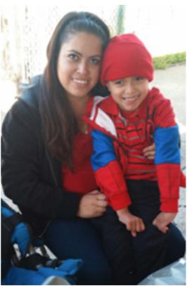 Martha Solis con su hijo