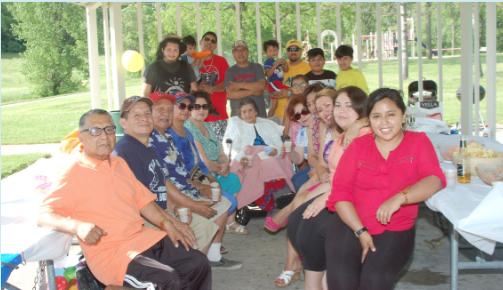 """La señora Clementina Miranda Esquivel (90), fue objeto de un homenaje especial de parte de sus hijos e hijas, nietos y bisnietos con motivo de celebrarse el """"Día de la Madre Boliviana"""" que se celebra el Bolivia el 27 de Mayo de cada año. La celebración fue con picnic y parrillada en el Hiestand Park."""