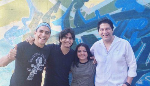 Los Hermanos Villalobos con la autora, Rosario Dominguez.