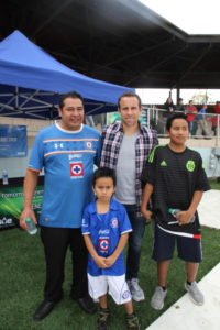 Fans latinos de Gerardo Torrado, ex-jugador de la selección de México.