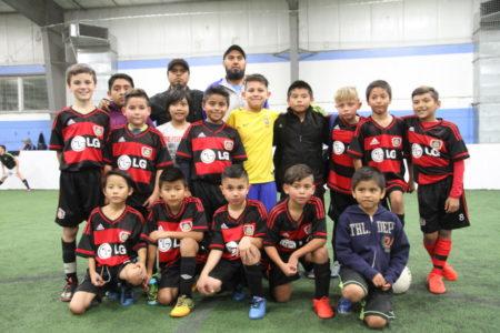 """""""Chivitas"""", coach Francisco García, integrado por infantes latinos y anglos."""