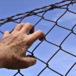 2 milliones de prisioneros en las cárceles de los Estados Unidos, la mayor parte minorías, entre ellos posiblemente Hispanos inocentes por falta de dinero para contratar abogado