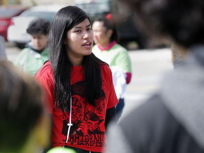 DACA abre las puertas a futura maestra y especialista en leyes - Abril Moreno Casa es la voz joven de La Voz de La Frontera en Madison