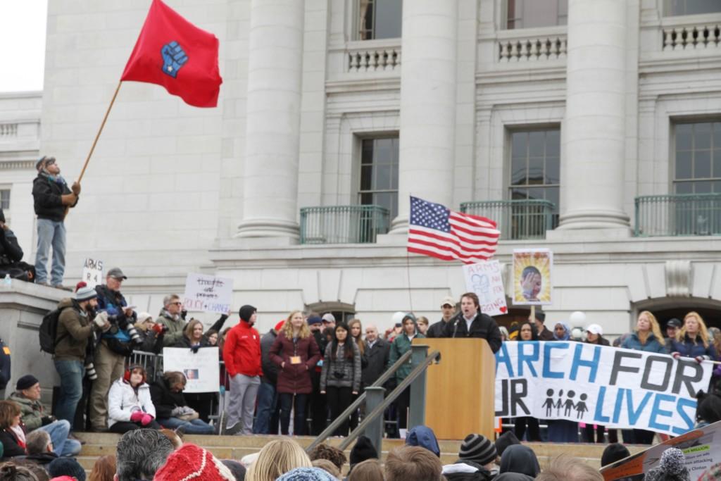 Marcha por nuestras vidas atrae a miles al Capitolio de Wisconsin