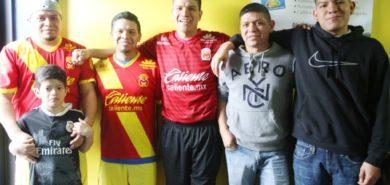"""Javier Zepeda Reyes de Michoacán  dirige el equipo """"Monarcas"""" en Madison – Estudia, trabaja, juega y es padre de familia"""