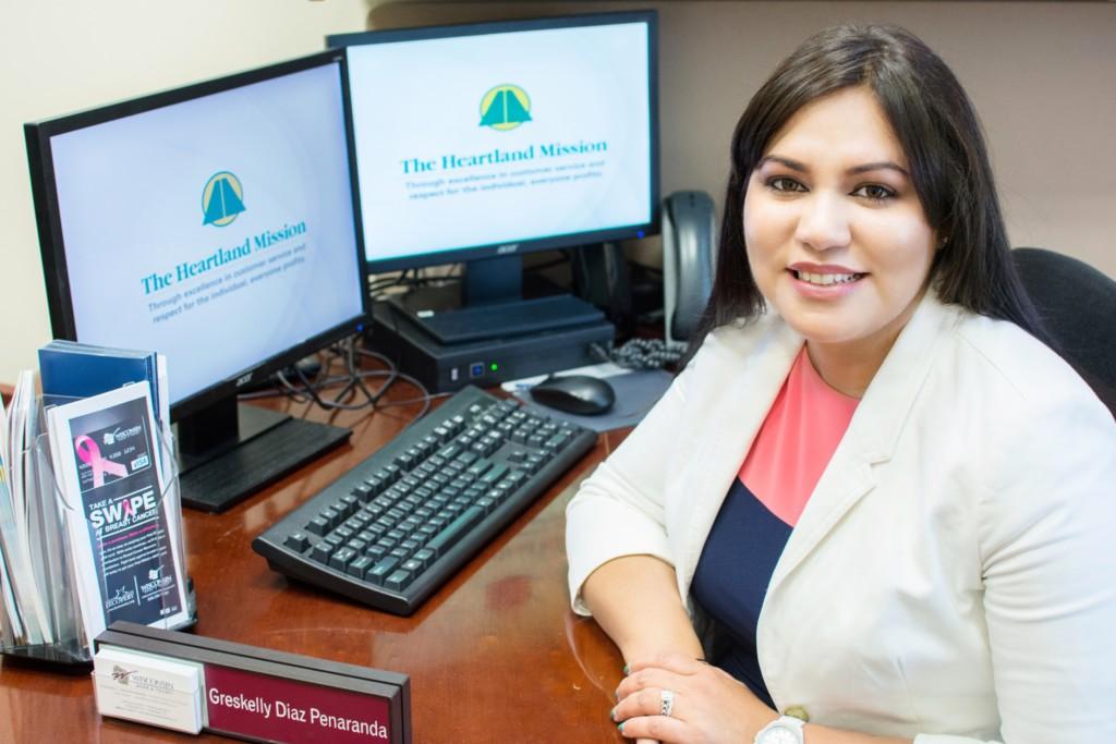 Es venezolana y es la subgerente de Wisconsin Bank & Trust