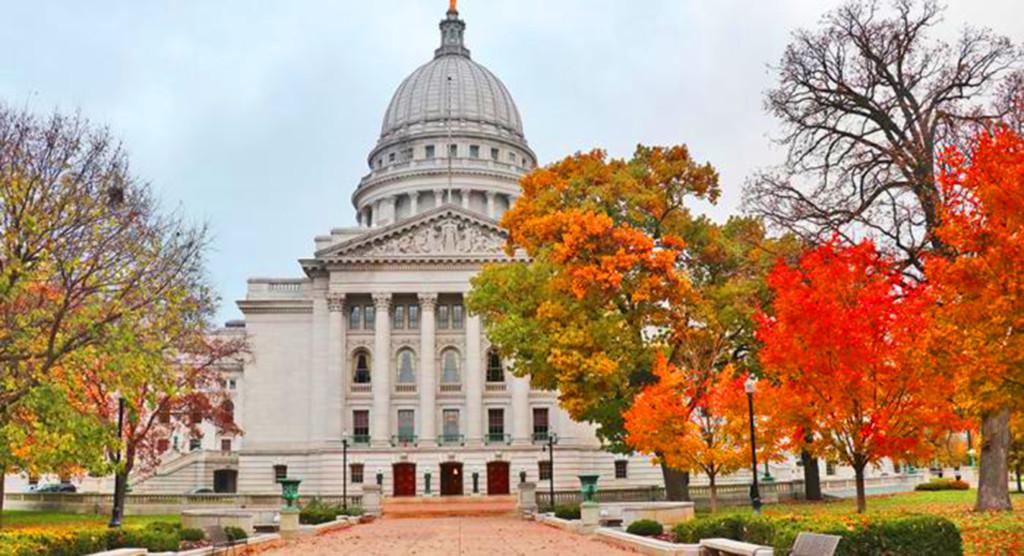 La población de Wisconsin crece, mientras que Milwaukee continúa declinando Madison y sus suburbios ven grandes incrementos en el crecimiento de la población