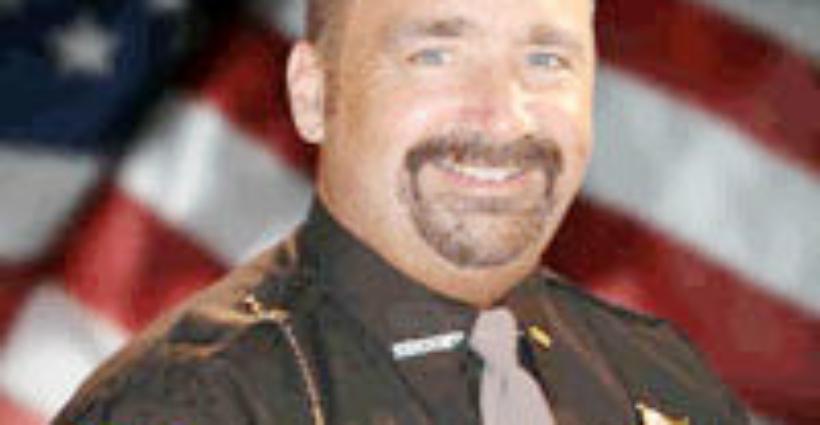 Alguacil David Mahoney planea jubilarse en mayo de este año