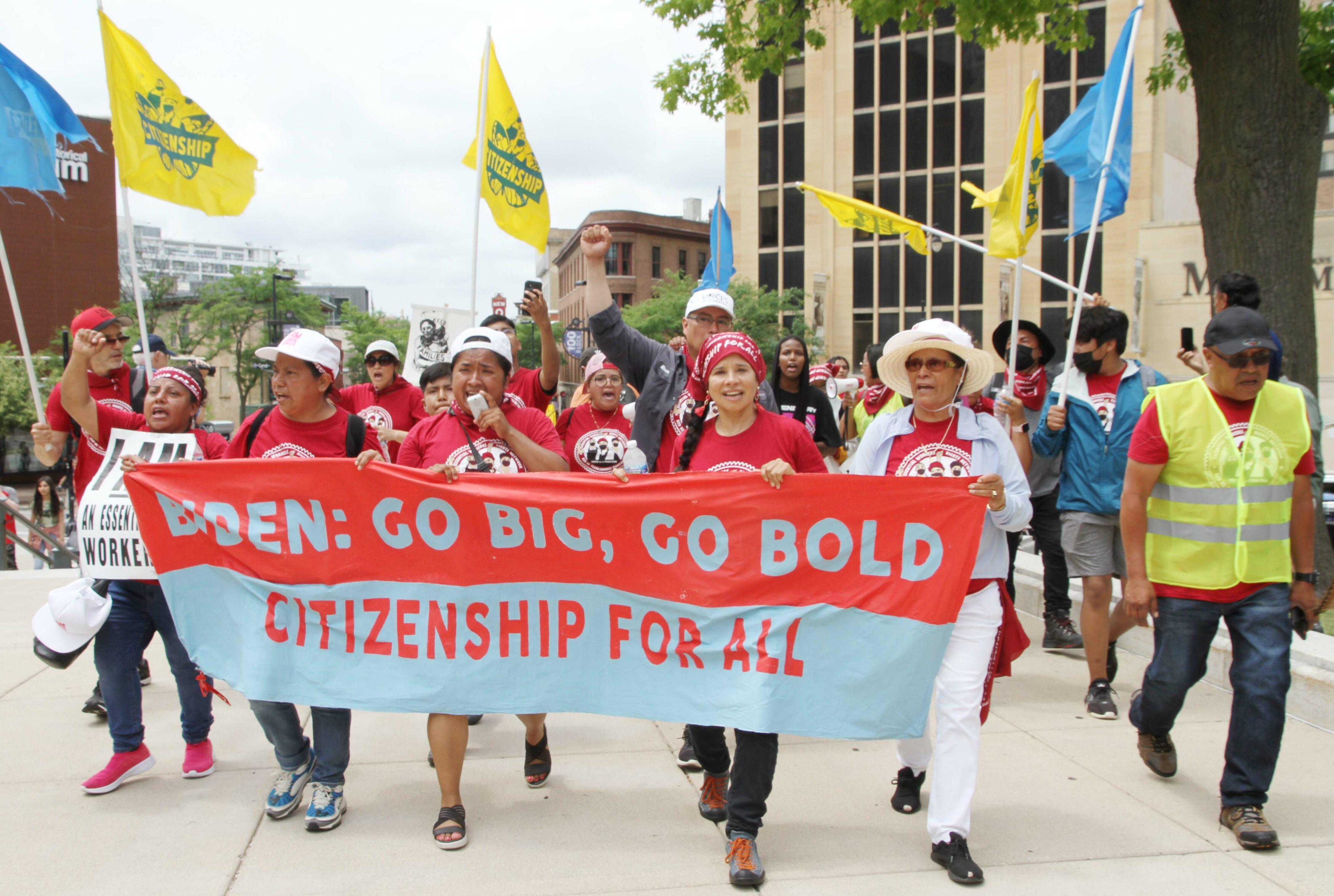 Trabajadores marcharon  más de 90 millas en 9 días para pedir : ¡Ciudadanía para todos!
