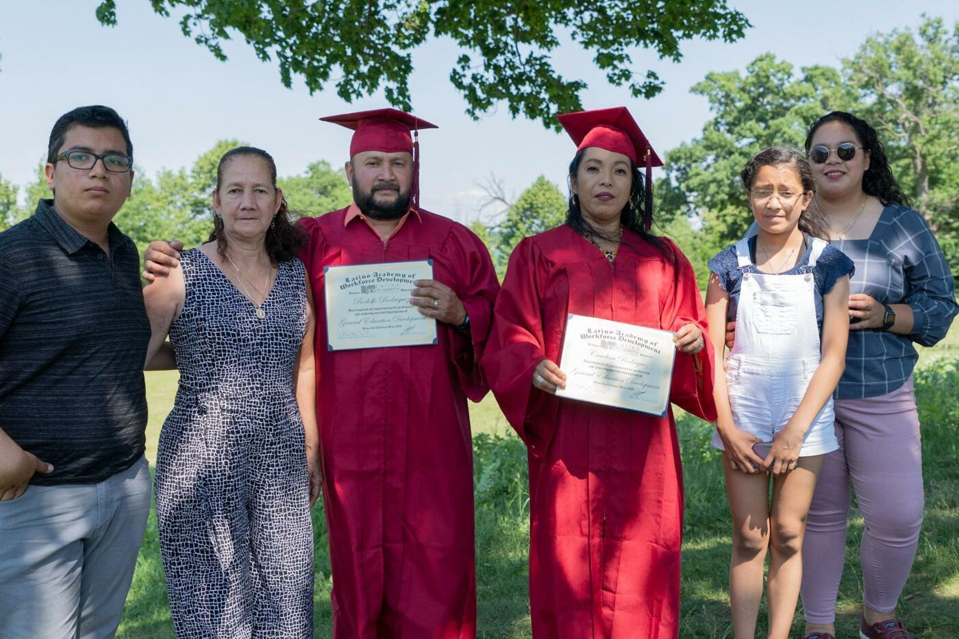 Nuevo record de graduaciones de estudiantes Latinos pese a la pandemia