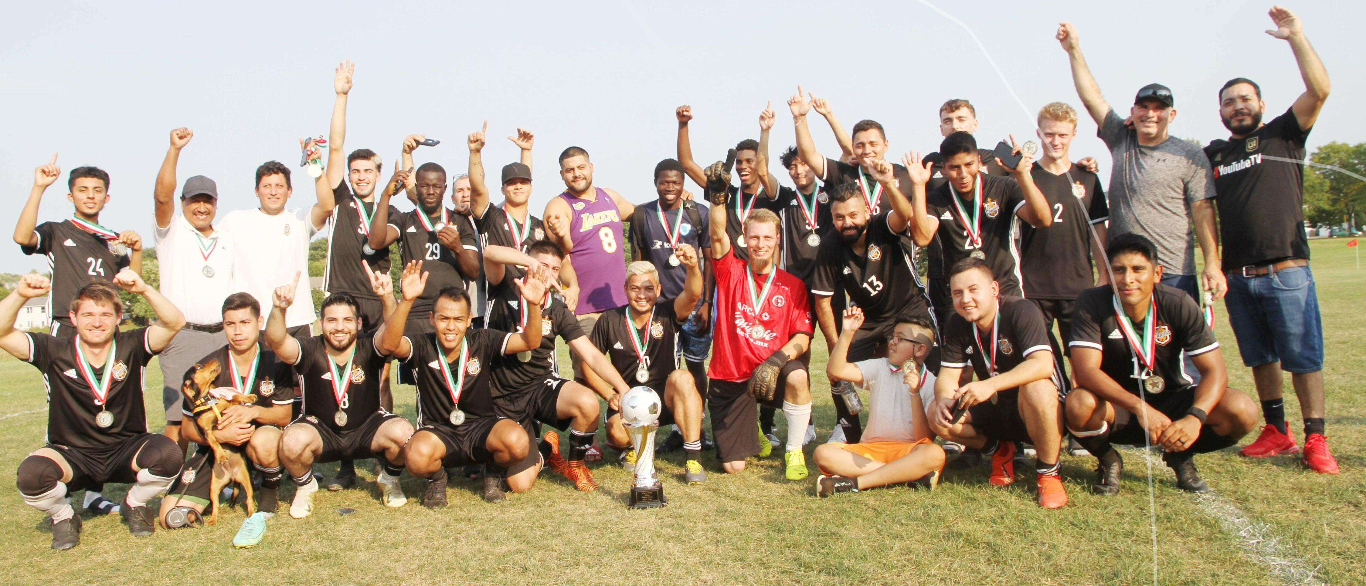 !La Capilla, Campeón! de la primera división de la Liga de Latinos y Latinas